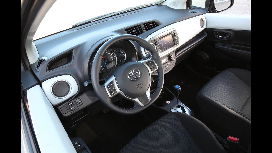 Toyota Yaris 1.5 VVT-i Hybrid Life, Cockpit, Lenkrad