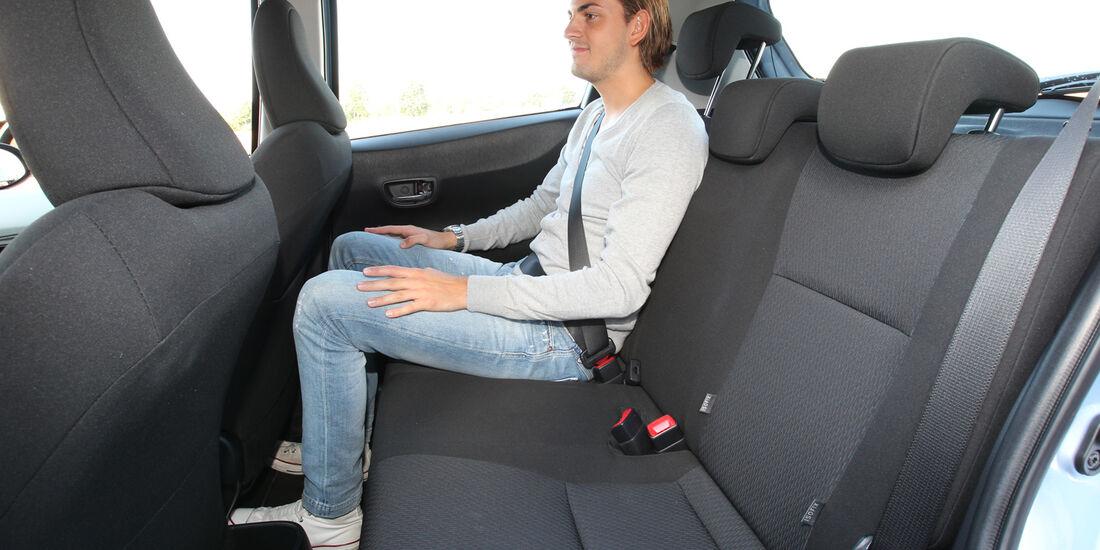 Toyota Yaris 1.5 VVT-i Hybrid Life, Rücksitz, Beinfreiheit