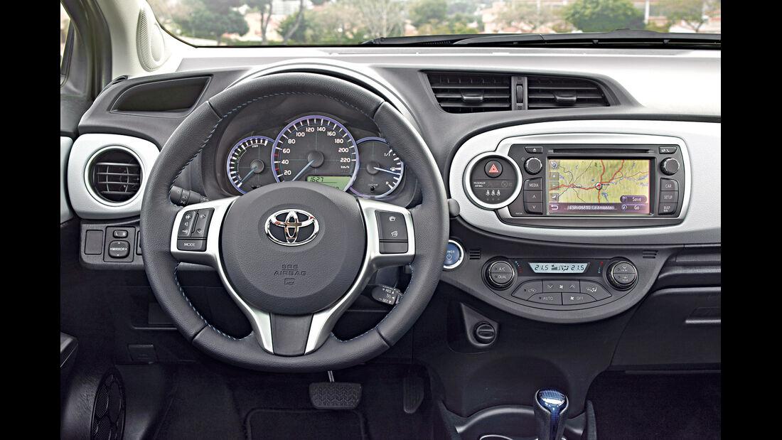 Toyota Yaris Hybrid, Cockpit, Lenkrad