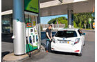 Toyota Yaris Hybrid, Heck, Tankstelle
