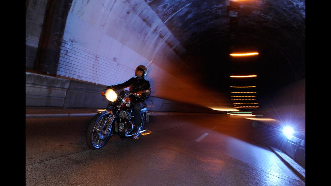 Triumph Bonneville 750, Fahrt, Tunnel