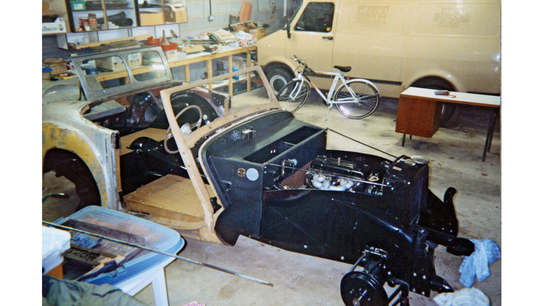 Triumph Roadster 2000, Chassis