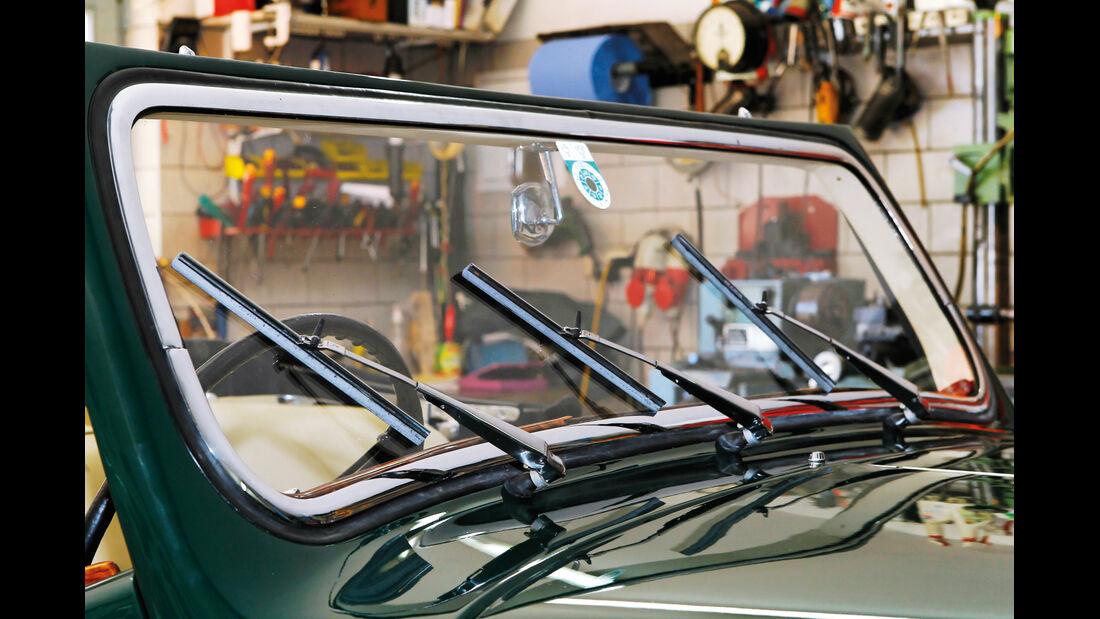 Triumph Roadster 2000, Frontscheibe, Scheibenwischer