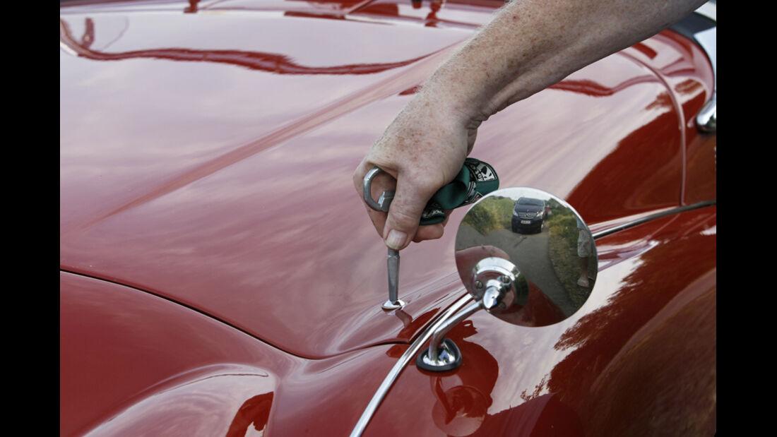Triumph TR 3, Motorhaube, spezieller Schlüssel, Detail