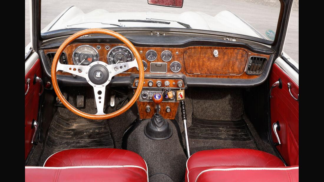 Triumph TR4, Cockpit