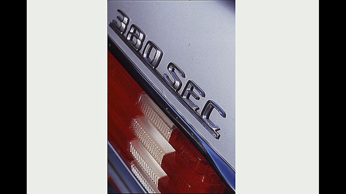 Typenbezeichnung am Heck des Mercedes-Benz 380 SEC