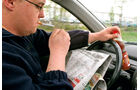 Unfallursache, Zeitung, Zigarette, rauchen