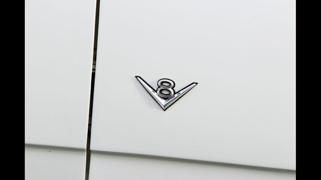 V8-Emblem, Opel Diplomat B V8, Baujahr 1977