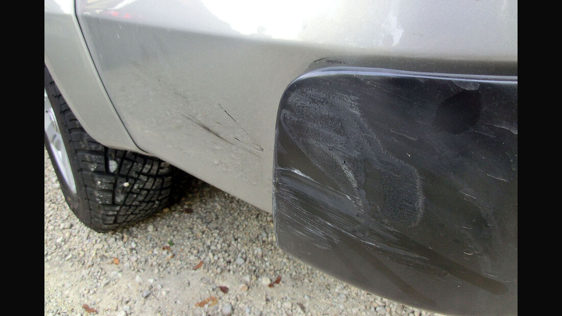 VW Amarok Unfall Streifschaden Parkrempler