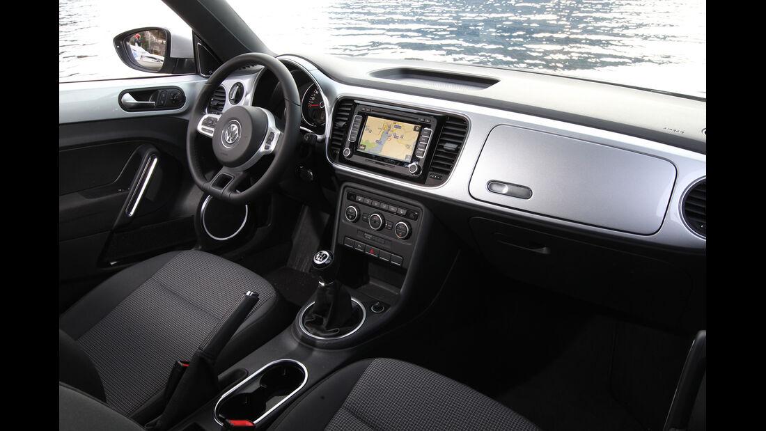 VW Beetle 2.0 TDI Design, Cockpit, Lenkrad