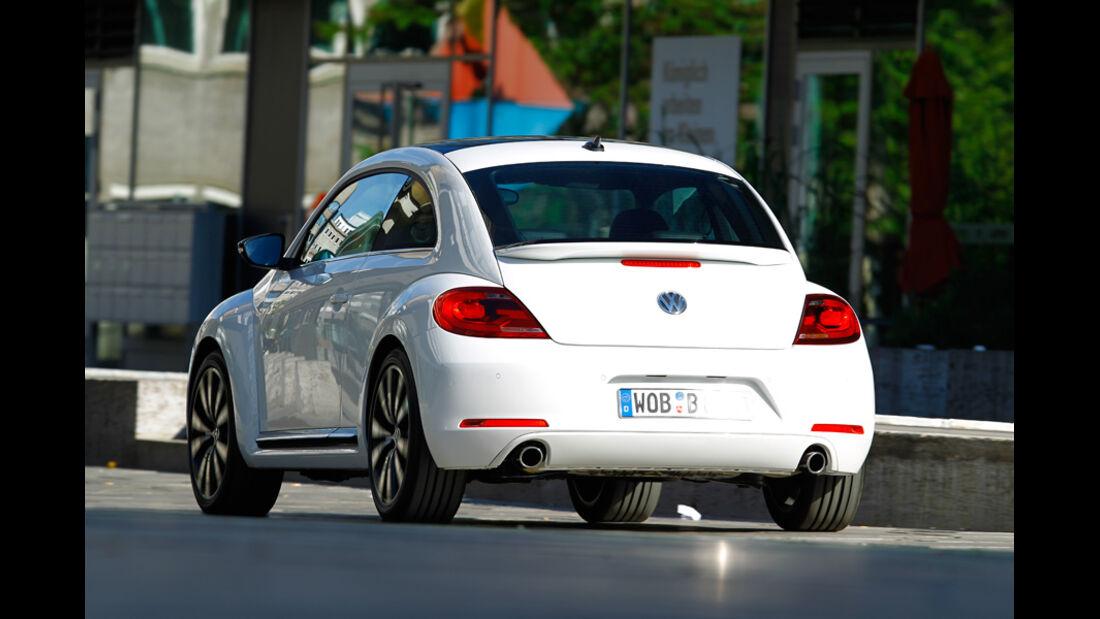 VW Beetle 2.0 TSI DSG, Rückansicht, Stadtfahrt