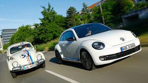VW Beetle 2.0 TSI DSG, VW Käfer, beide Fahrzeuge, Frontansicht, Stadtfahrt
