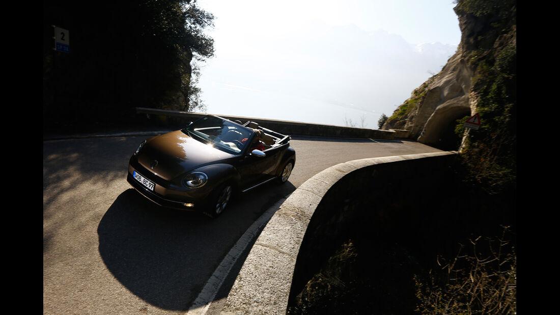 VW Beetle Cabrio 2.0 TDI, Frontansicht, Kurvenfahrt