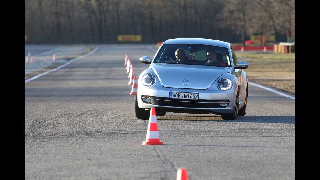 VW Beetle, Frontansicht, Slalom