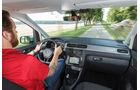 VW Caddy 2.0 TDI, Cockpit, Fahrersicht