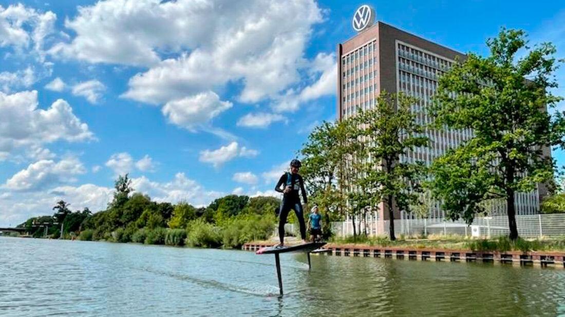 VW-Chef Herbert Diess Audi e-tron foil