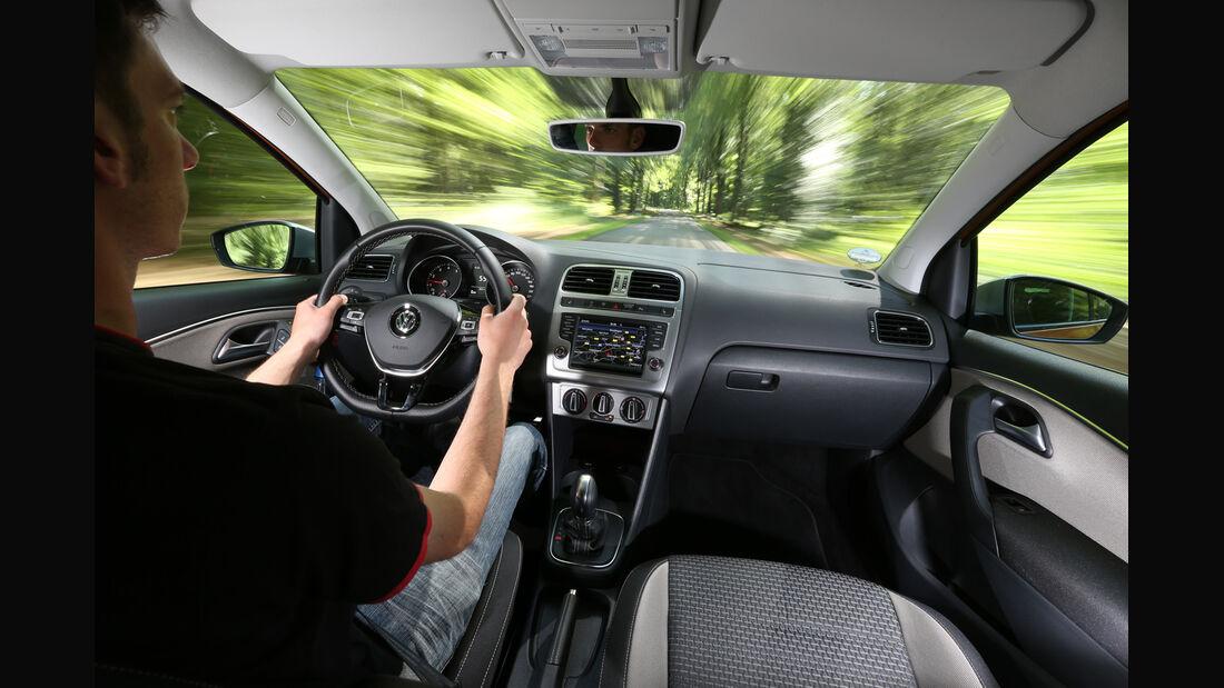 VW Cross Polo 1.2 TSI, Cockpit, Fahrersicht