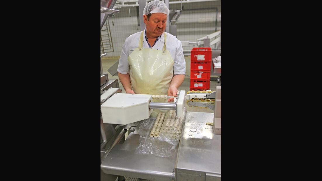 VW-Currywurst, Herstellung