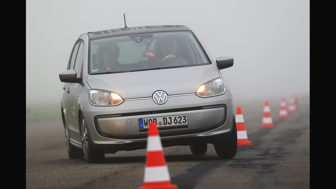 VW E-Up, Frontansicht, Slalom