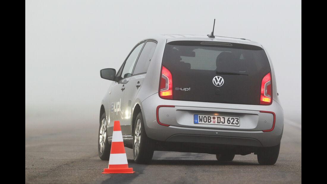 VW E-Up, Heckansicht, Slalom