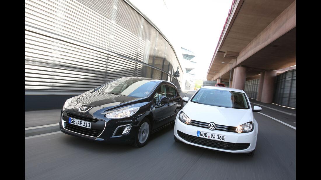 VW Golf 1.2 TSI Comfortline, Peugeot 308 98 VTi Access, Frontansicht