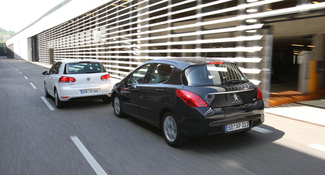 VW Golf 1.2 TSI Comfortline, Peugeot 308 98 VTi Access, Heck