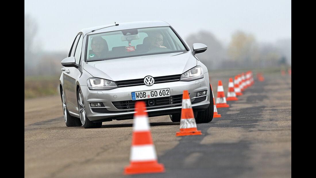 VW Golf 1.4 TSI, Frontansicht, Slalom