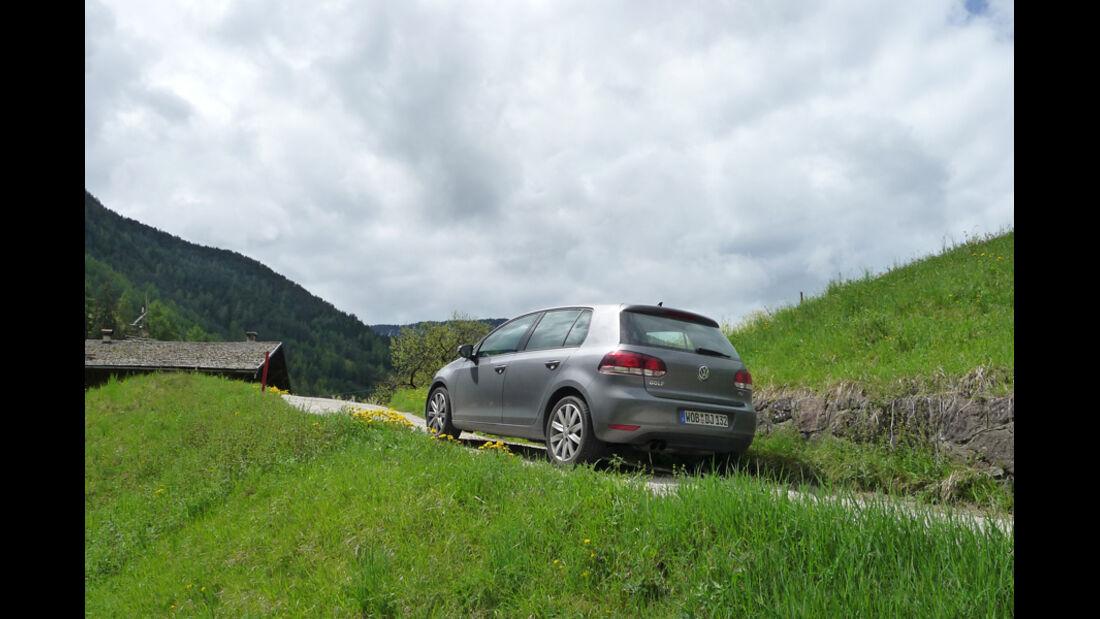 VW Golf 1.4 TSI, Rückansicht, Heck, Berge