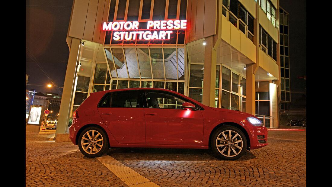 VW Golf 2.0 TDI Highline, Seitenansicht, Motorpresse