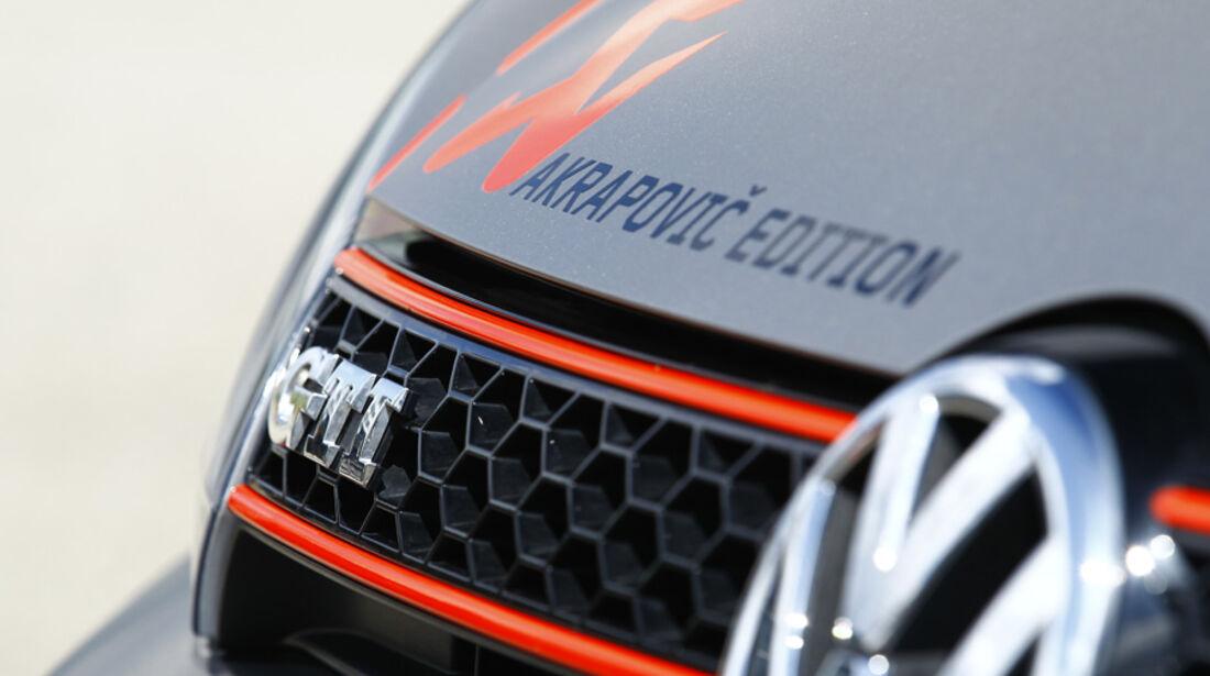 VW Golf Akrapovic, Emblem