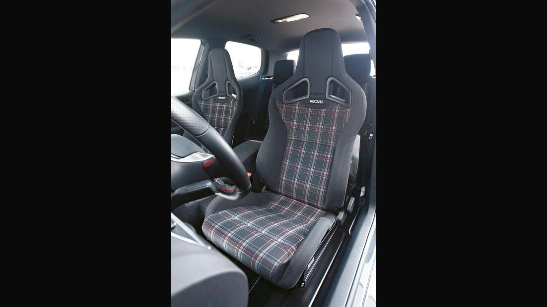 VW Golf Akrapovic, Sitze