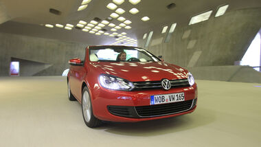 VW Golf Cabrio 1.4 TSI, Frontansicht, Halle