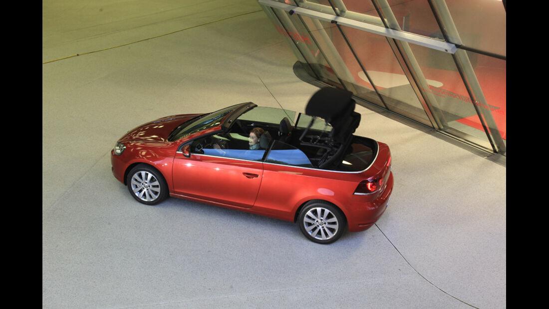 VW Golf Cabrio 1.4 TSI, Seitenansicht, Verdeck öffnet sich
