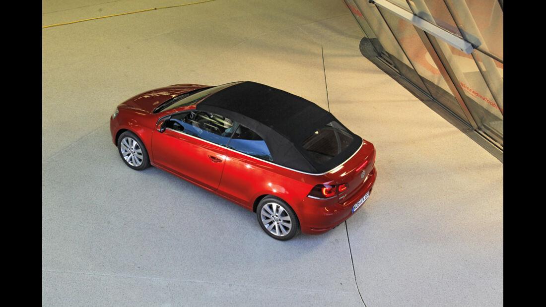 VW Golf Cabrio 1.4 TSI, Seitenansicht, von oben, geschlossen