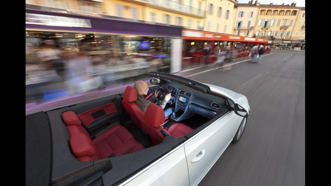 VW Golf Cabrio, Stadtfahrt, von oben