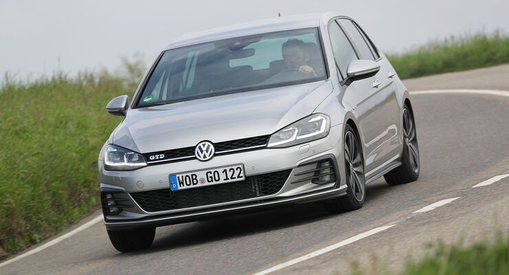 VW Golf GTD Front