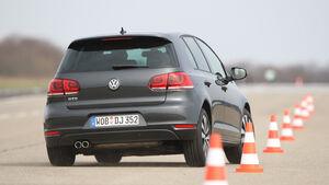 VW Golf GTD, Heckansicht, Pylonen