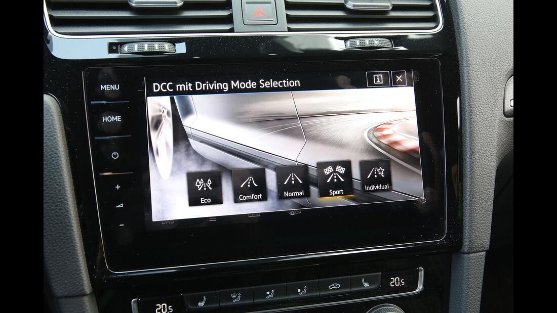 VW Golf GTD Infotainment