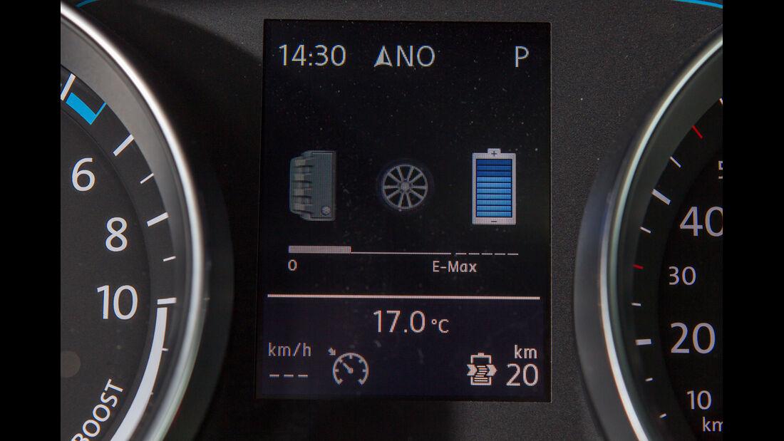 VW Golf GTE, Anzeige