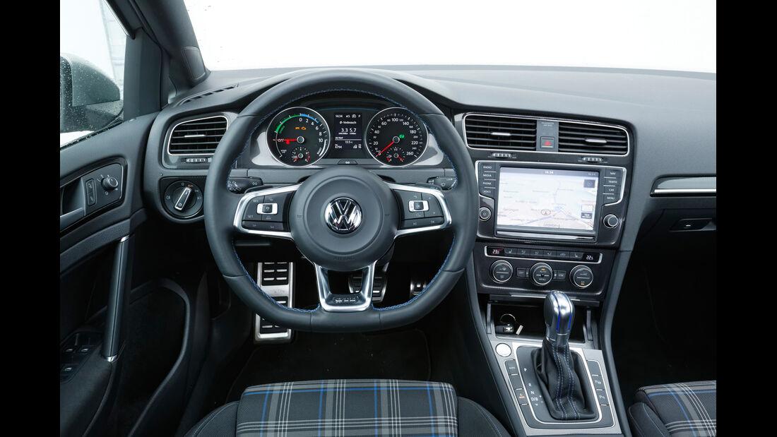 VW Golf GTE, Cockpit