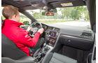 VW Golf GTE, Fahrersicht, Cockpit