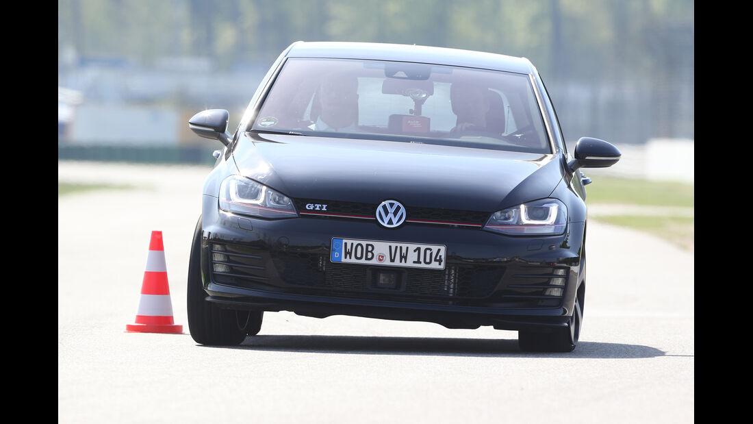VW Golf GTI, Frontansicht, Slalom