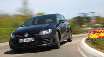 VW Golf GTI Performance, Slalom, Frontansicht