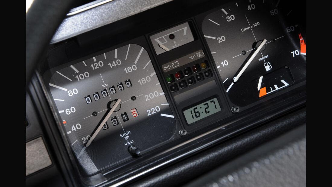 VW Golf I LX, Instrumentenbrett