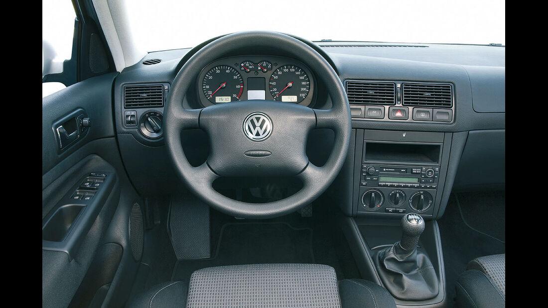 VW Golf IV Innenraum Cockpit