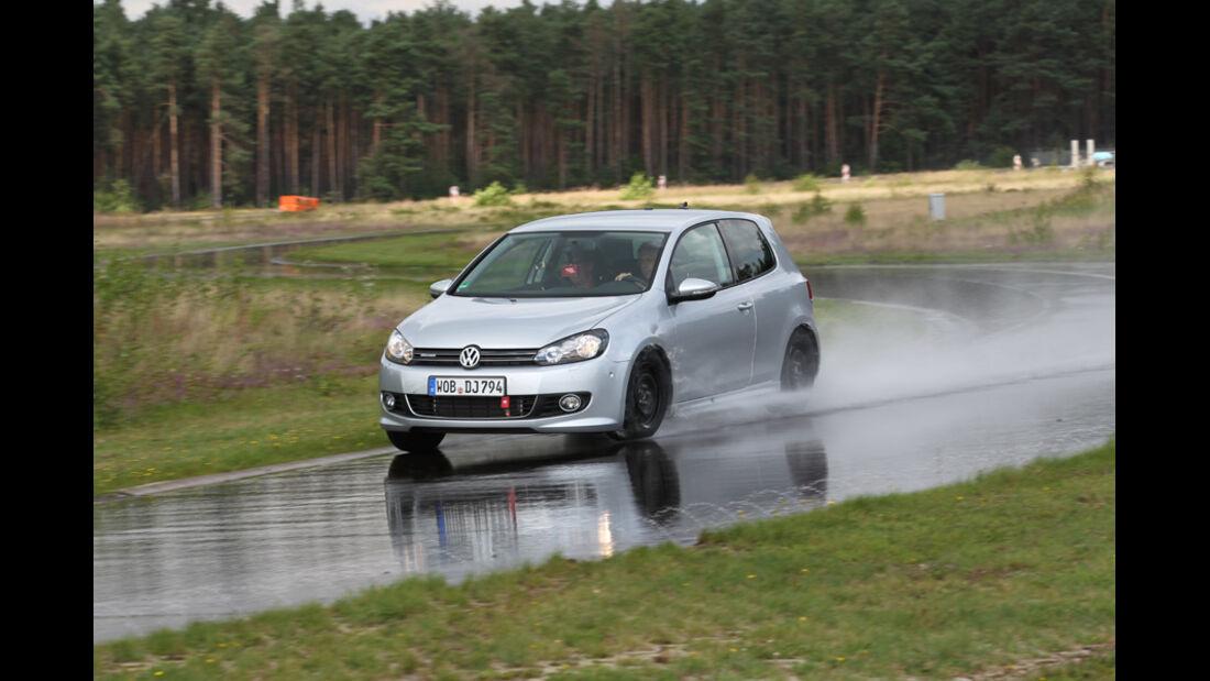 VW Golf, Nässe, Bremsen