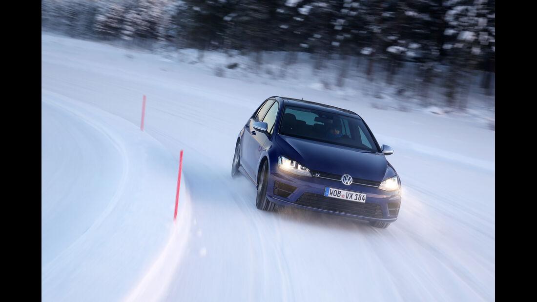 VW Golf R, Frontansicht, Kurvenfahrt