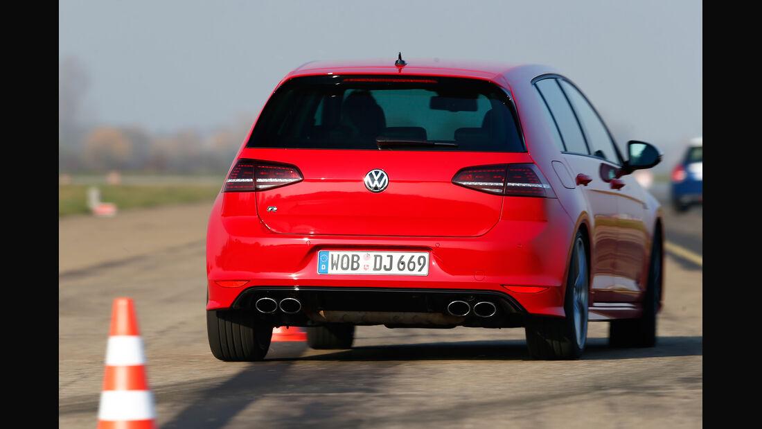 VW Golf R, Heckansicht, Slalom