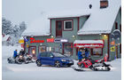 VW Golf R, Seitenansicht, Cafe, Schneemobile