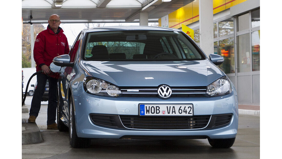 VW Golf TDI Blue Motion Tankstelle